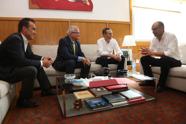 Visita de César Sánchez a la Universidad de Alicante.