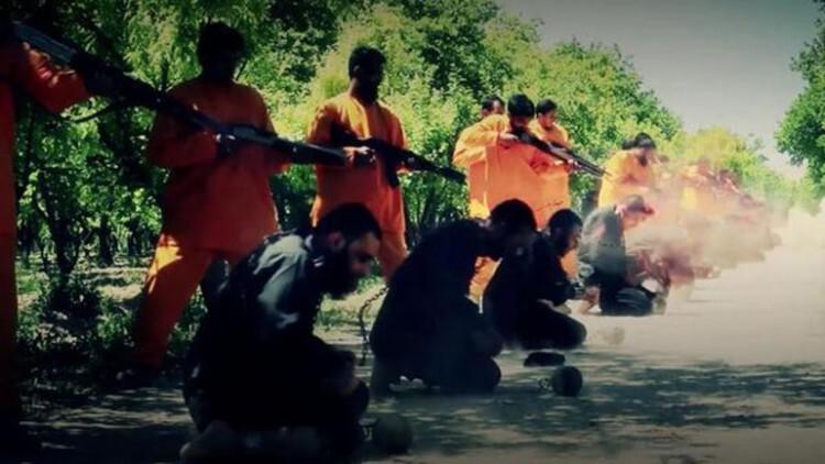 Al Qaeda se venga de ISIS con sangrienta ironía las víctimas ejecutan a sus verdugos (2)