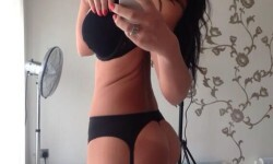 Alice Goodwin desnuda y fanática de las selfies (18)