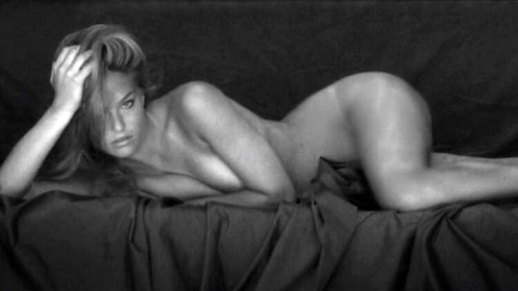 Bar Refaeli desnuda