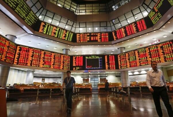 Caen las bolsas europeas tras el No griego y el euro sube por la renuncia de Varoufakis