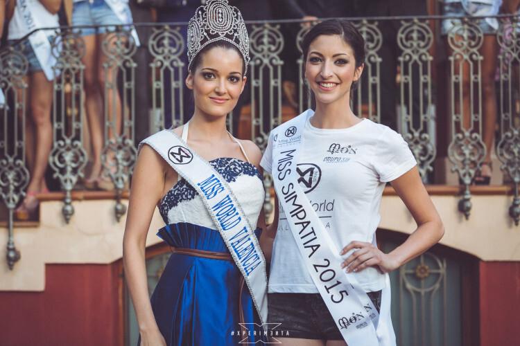 Cecilia Bellido, actual Miss World Spain junto a Bárbara Ramos galardona Miss World Simpatía 2015 del área de Valencia.