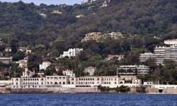 Cierran una playa pública en Francia por las vacaciones del rey Salman