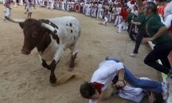 Comienzo sangriento en San Fermín un herido de gravedad (1)