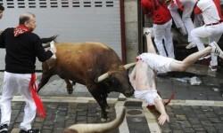 Comienzo sangriento en San Fermín un herido de gravedad (3)