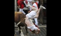 Comienzo sangriento en San Fermín un herido de gravedad (5)