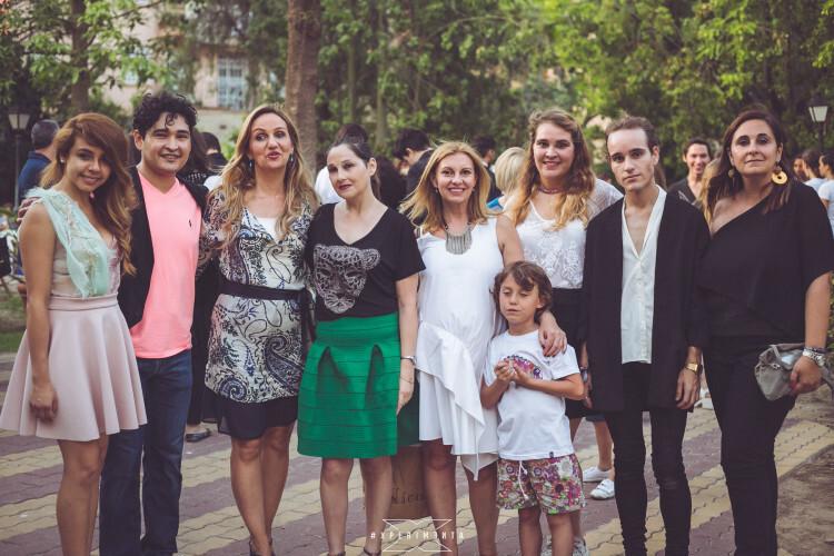 e izquierda a derecha, los diseñadores Vazquez Smith, Pier Franco, Paula M. Elfau, Charo Reig, la directora de la escuela Andrespert (Maria José Andres), los diseñadores y hermanos Ruiz + Bellos by mq y la diseñadora de Como Soles.