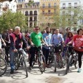El actual alcalde, Joan Ribó, en una jornada de bicicletas en abril de 2015.