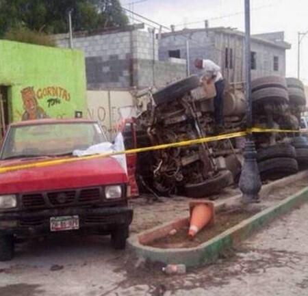 El conductor del camión huyó tras salir de la cabina. (Foto-AFP)