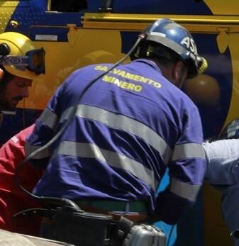 El cuerpo del minero se encontró dentro de la cabina del camión.