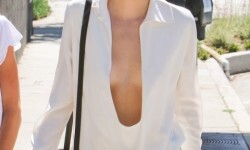 El escote de Kendall Jenner a plena luz del día (4)