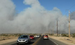 El incendio forestal que mantiene alerta a California (4)