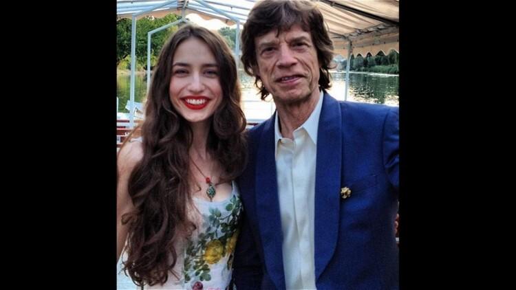 Elizabeth Jagger (@lizzyjagger) también es hija del músico británico Mick Jagger. Ha trabajado como modelo para marcas reconocidas, como Tommy Hilfiger y Mango