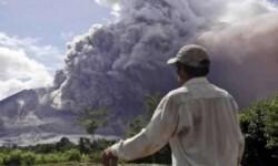 En Indonesia, cinco erupciones simultáneas ocultan el cielo