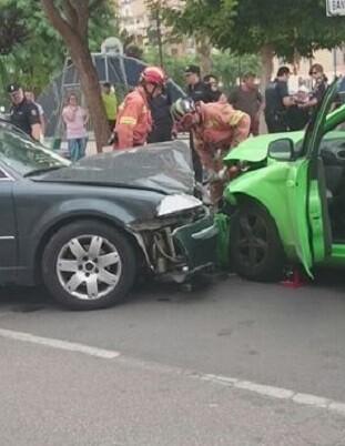 Foto del Consorcio de Bomberos en el que se ven los dos vehículo colisionados.