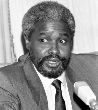 Habré ha sido acusado como el supuesto responsable de 40.000 asesinatos políticos y 200.000 casos de tortura registrados durante su mandato, entre 1982 y 1990