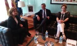 Carmen Llombart, miembro del Observatorio contra la Violencia de Género, con el decano del ICAV, Rafael Bonmatí