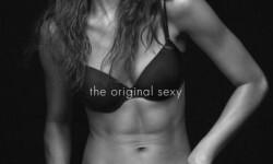 Kendall Jenner en topless para lo nuevo de Calvin Klein  (2)