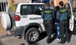 La Guardia Civil detiene a un hombre en una imagen de archivo.