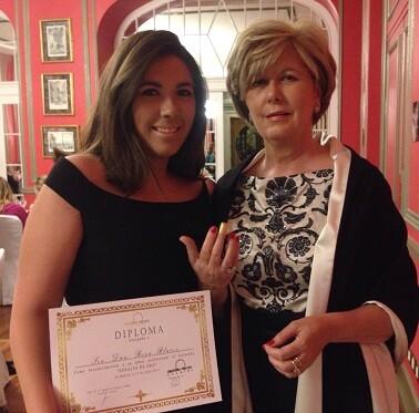 La diseñadora con su hija María durante la entrega de los Premios.