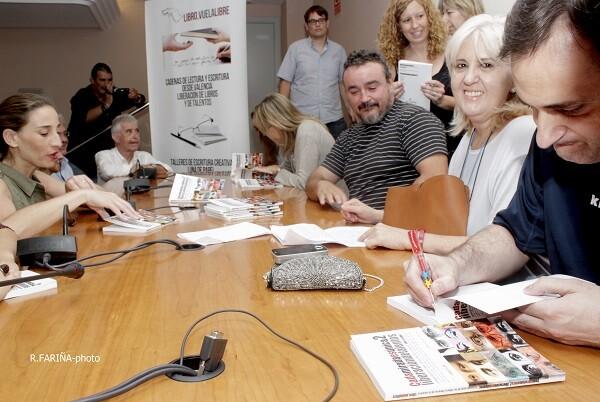 La firma de ejemplares fue uno de los momentos más esperado por todos los integrantes de la antología.