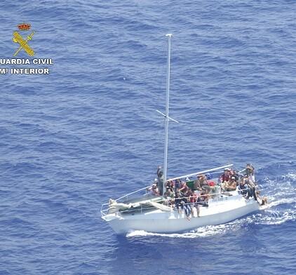 La misión principal de los guardias civiles allí desplegados es el auxilio y rescate de los inmigrantes procedentes de África.