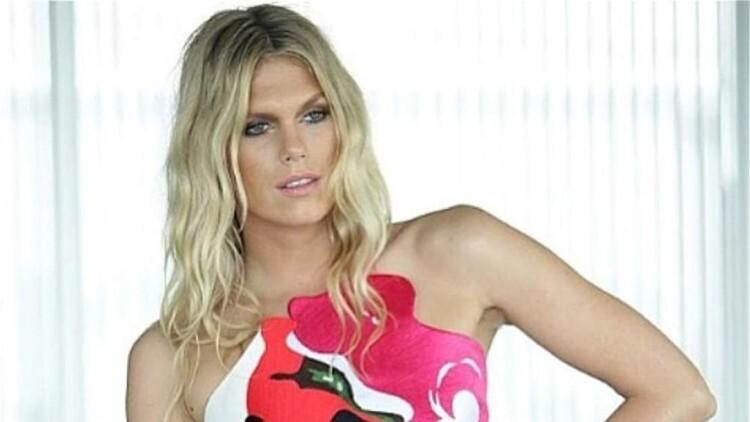 La modelo Alexandra Richards (@officialalexandrarichards) es hija de Keith Richards, guitarrista de los Rolling Stones