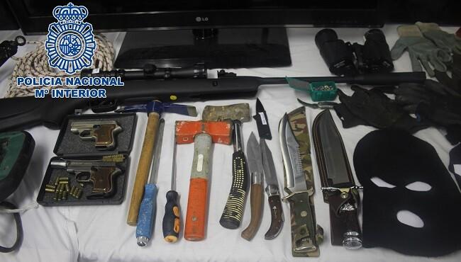 La operación dio como resultado  la detención de 12 personas.