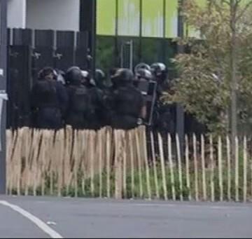La policía ha evacuado a los 18 empleados de la tienda de Primark.