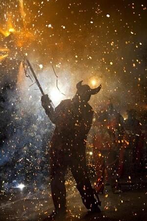 La propuesta de Cantillo es analizar la presencia del fuego en las fiestas valencianas.