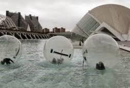 Las Waterballs es también una actividad para todas las edades.