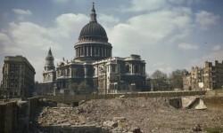 Las fotos a color que muestran a Londres devastada por Hitler (3)