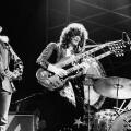 Led Zeppelin durante un concierto.