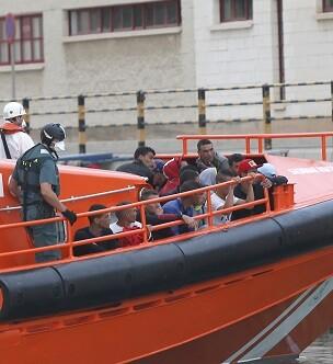 Llegada de los inmigrantes al puerto de Cartagena.