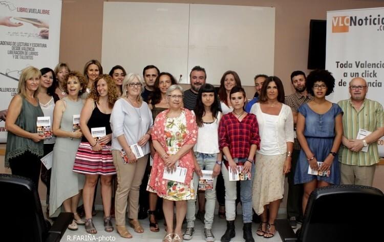 Los 21 autores que forman parte de la antología.