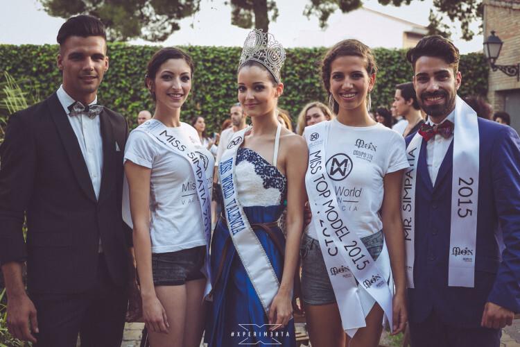 Los candidatos Sergio Tel, Barbara Ramos, Sandra García y Kevin Cabrera junto a Cecilia Bellido, actual Miss World Valencia.