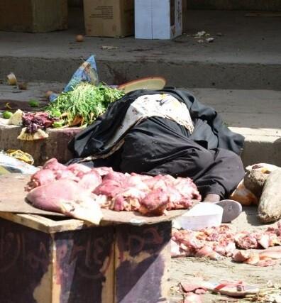 Los terroristas de Boko Haram ya habían advertido que realizarían un ataque en el país. En la foto, uno de los muertos que dejó el atentado.