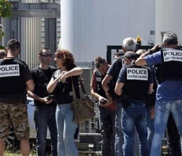 Miembros de la Policía francesa y civiles