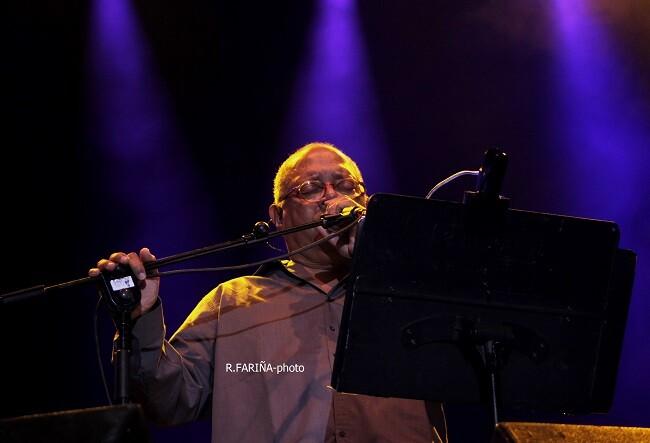 Milánes presentó las canciones de su último disco y repasó sus temas más conocidos por el público. (Foto-R.Fariña-VLCNoticias)