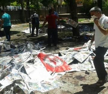 Numerosas ambulancias y vehículos de la Policía vinieron inmediatamente ya que la explosión provocó un incendio.