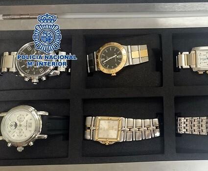 Relojes de alta gama también fueron encontrados y retenidos por la Policía y la Agencia Tributaria.