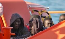 Rescate de inmigrantes en alta mar.