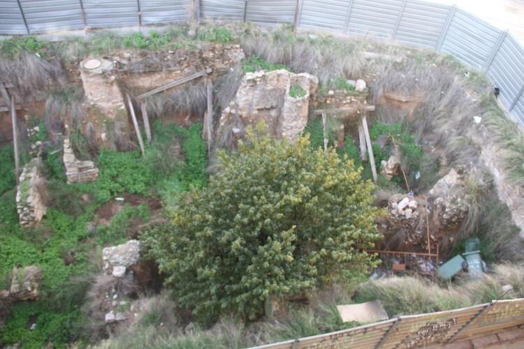 Restos romanos abandonados en el solar de la calle Salvador (2)