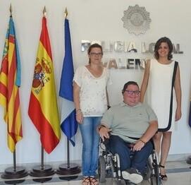 Sandra Gómez con representantes de la Coordinadora de Discapacitados de la Comunitat Valenciana.