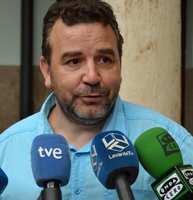 Víctor Fernández, médico de MSF habla con los medios sobre el informe anual.