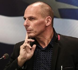 Yanis Varoufakis deja su cargo porque entiende que así puede ayudar mejor al gobierno de Alexis Tsipras.