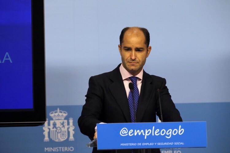 El secretario de Estado de Empleo, Juan Pablo Riesgo, dando las cifras del paro en junio a nivel nacional.