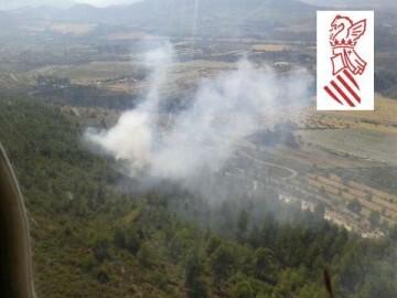 El incendio de Penáguila, avistado desde el helicóptero.