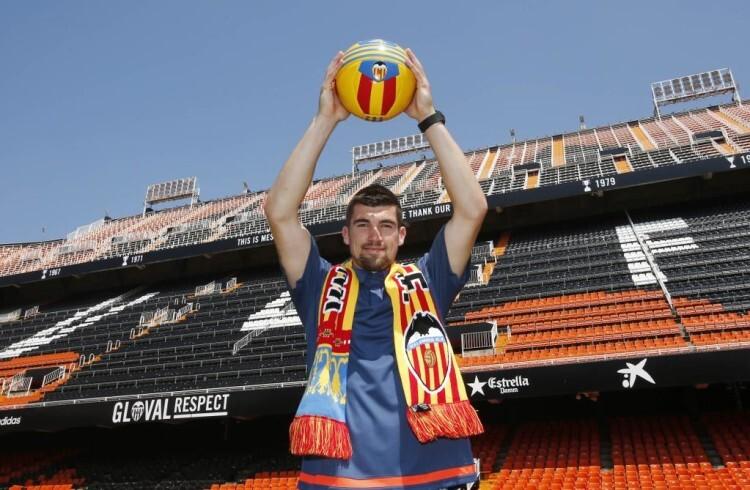 Ryan luce los colores en Mestalla.
