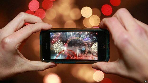 150327205641_smartphone_video_fireworks_624x351_pa